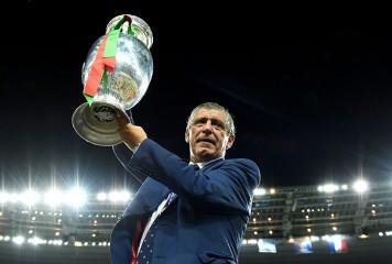 ポルトガルをEURO初制覇に導いたサントス監督が、2020年までの4年契約を締結