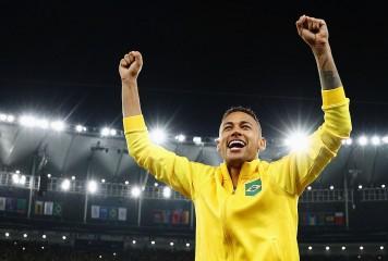 ブラジルを初の五輪金メダルに導いたネイマールが衝撃発言 「僕はキャプテンを降りる」