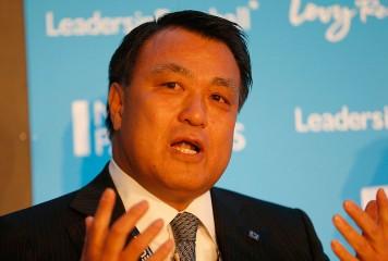 JFA田嶋会長がなでしこJの試合をPR 「大学時代のアルバイト以来」となるチラシ配り
