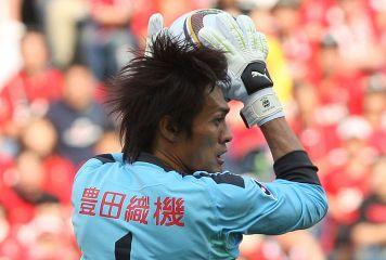 元日本代表GK楢崎、まさかの凡ミスで失点! 名古屋が逆転負け、J2首位から陥落