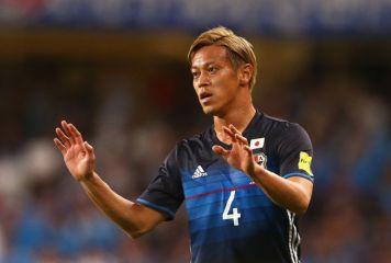 本田が不敵な笑みで不安説一蹴 豪州戦出場へ強烈な自信 「右で出ると思う」