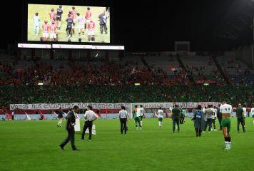 浦和サポの行為にシャペコエンセの選手も感激 緑バナーと断幕メッセージに温かい拍手