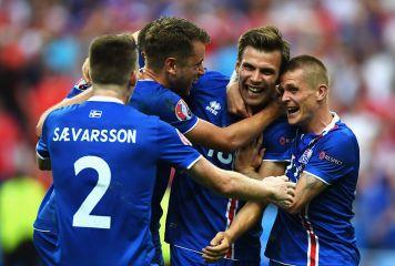 """""""史上最少""""のアイスランドがW杯初出場 新宿区とほぼ同じ人口の国が起こした快挙"""