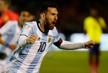 「世界最高選手がアルゼンチン人で幸運」 圧巻3発でW杯に導いたメッシを指揮官激賞