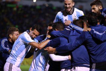 10月の激闘を終え「23カ国」のW杯出場決定! オランダ、チリ、アメリカ敗退など波乱続出