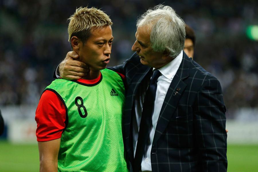 本田は、現在の自分の立場をどう考えるかという問いに思わず笑みを浮かべた【写真:Getty Images】