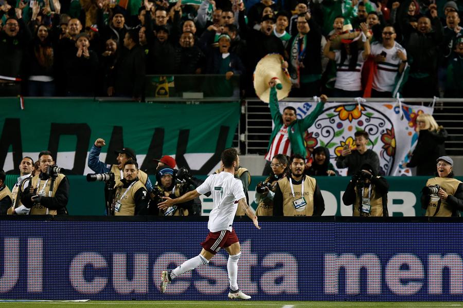 メキシコ代表DFラジュンが決めた3点目のゴラッソにFIFA公式も反応【写真:Getty Images】