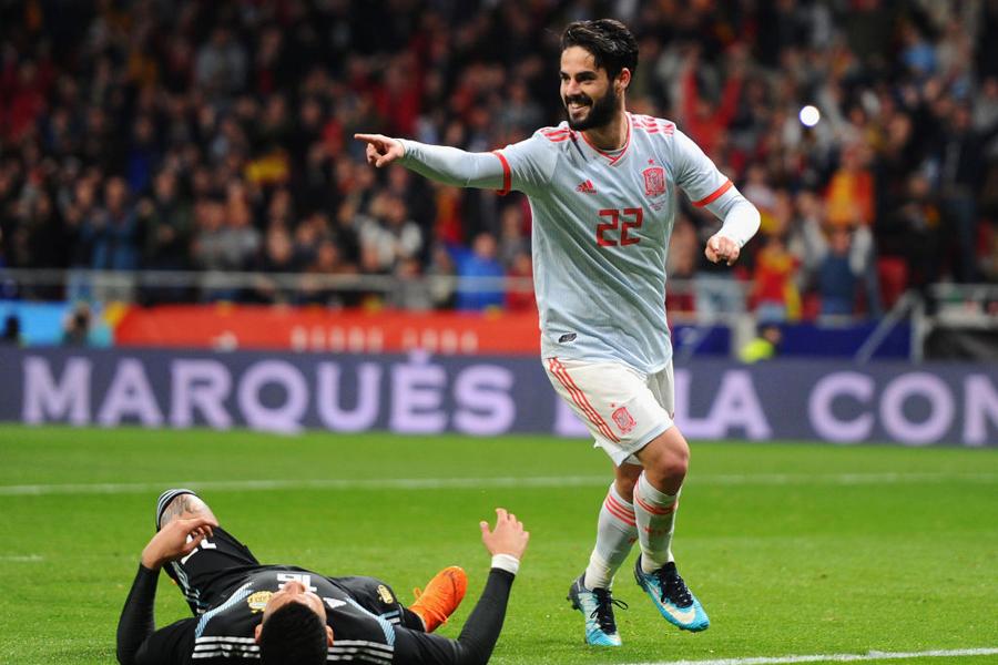 スペイン代表MFイスコがハットトリックを達成、メッシ不在のアルゼンチンに大勝【写真:Getty Images】