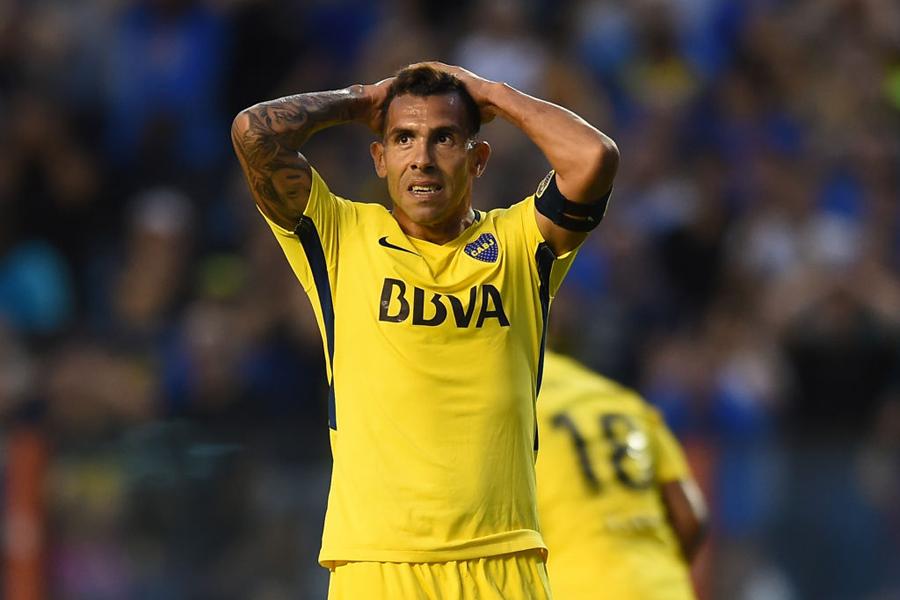 テベスがまたもお騒がせ、遊びサッカーで負傷【写真:Getty Images】