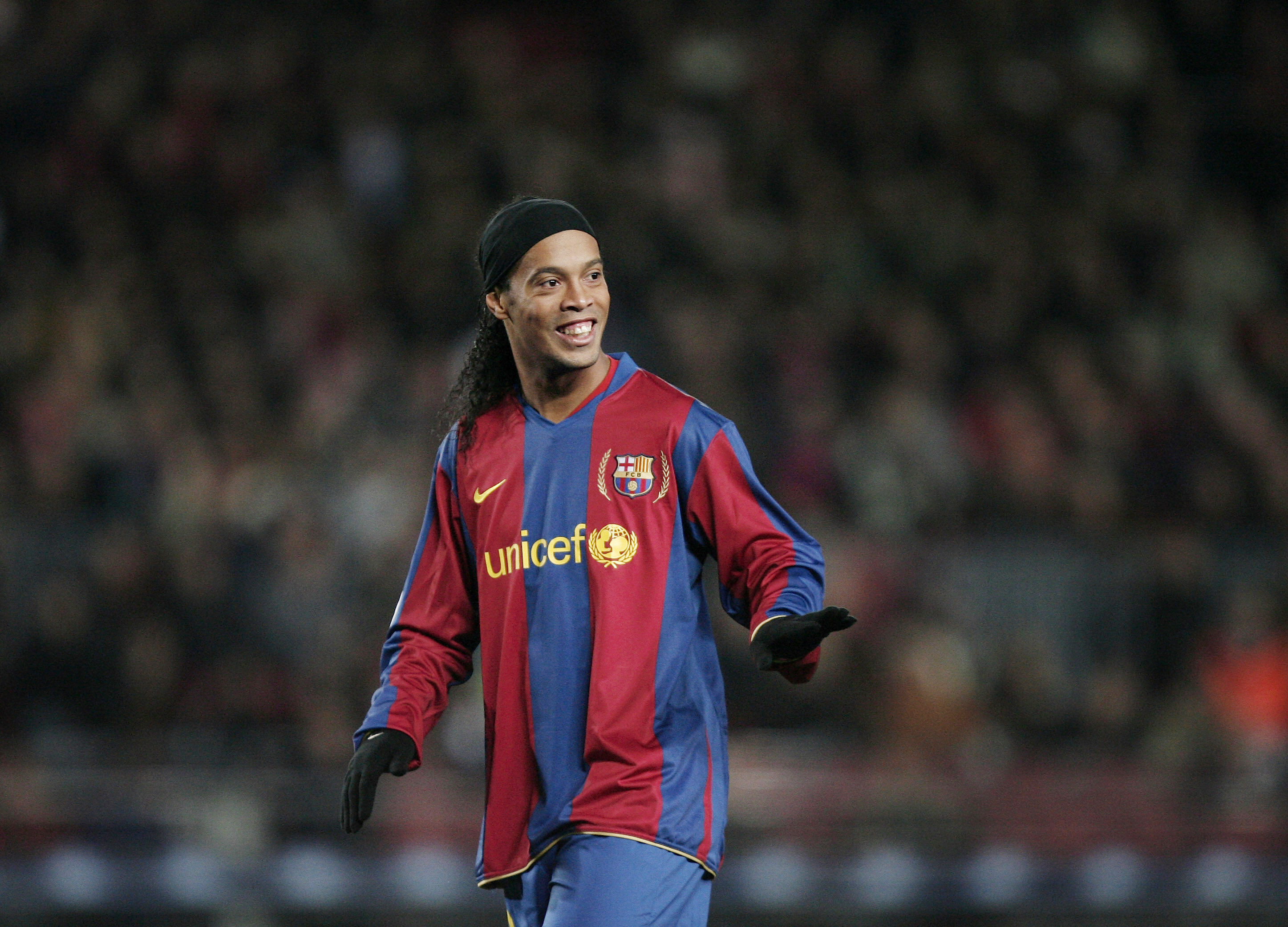 2003-04シーズンからバルセロナに移籍したロナウジーニョ【写真:Getty Images】