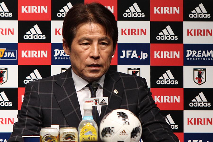 就任記者会見を行った西野朗新監督【写真:Football ZONE web】