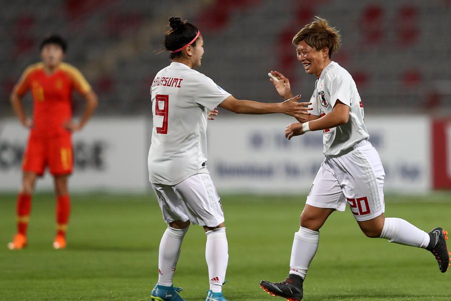 アジアカップ準決勝・中国戦で2ゴールを挙げた横山(右)【写真:Getty Images】