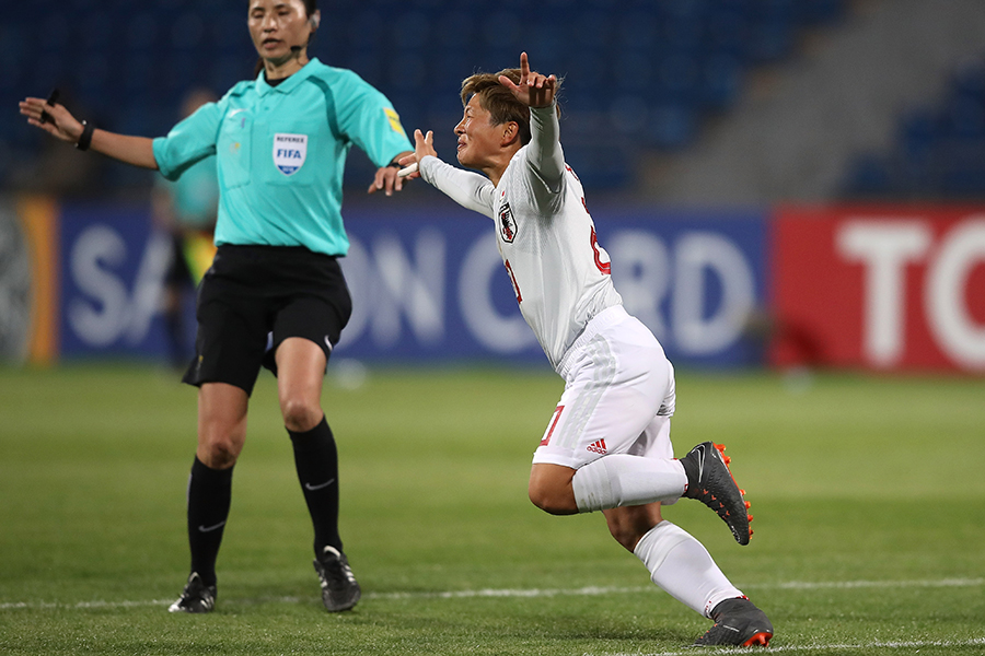 鮮やかなミドルを決めて女子アジアカップ2連覇に貢献したFW横山久美【写真:Getty Images】