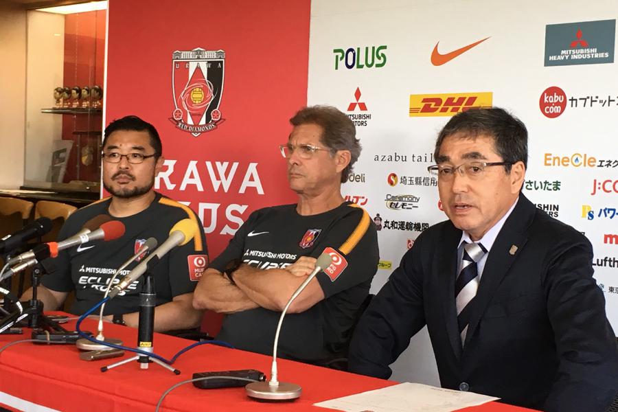 """(右)中村GMは、新監督招聘の""""決め手""""を明かした【写真:Football ZONE web】"""