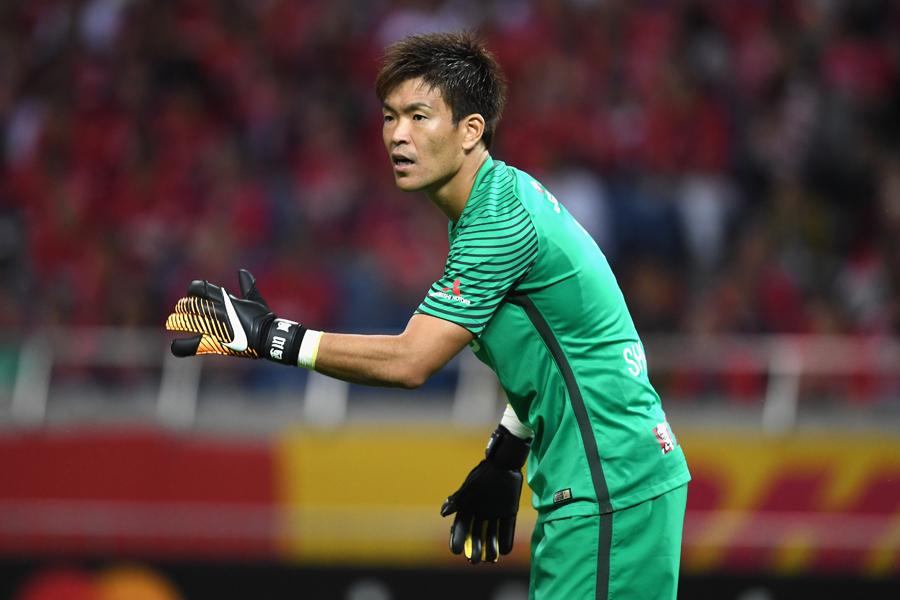 西川は第11節・湘南戦で、史上21人目となるJ1通算400試合出場を達成【写真:Getty Images】