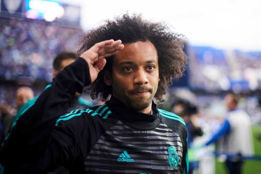 マルセロがチームの練習中に、背後から転がってきたボールを振り向かずに寸分の狂いなく華麗にトラップ【写真:Getty Images】