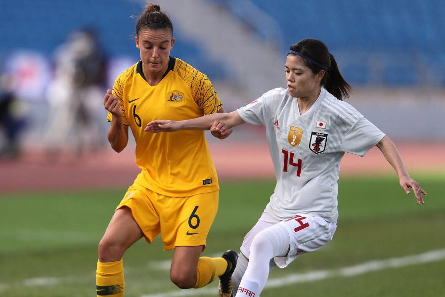 (左)オーストラリア女子代表のMFクロエ・ロガーゾ【写真:Getty Images】