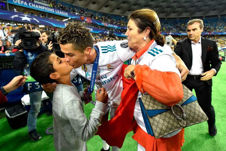 ロナウドはCL決勝・リバプール戦後に、母と息子の元へ【写真:Getty Images】