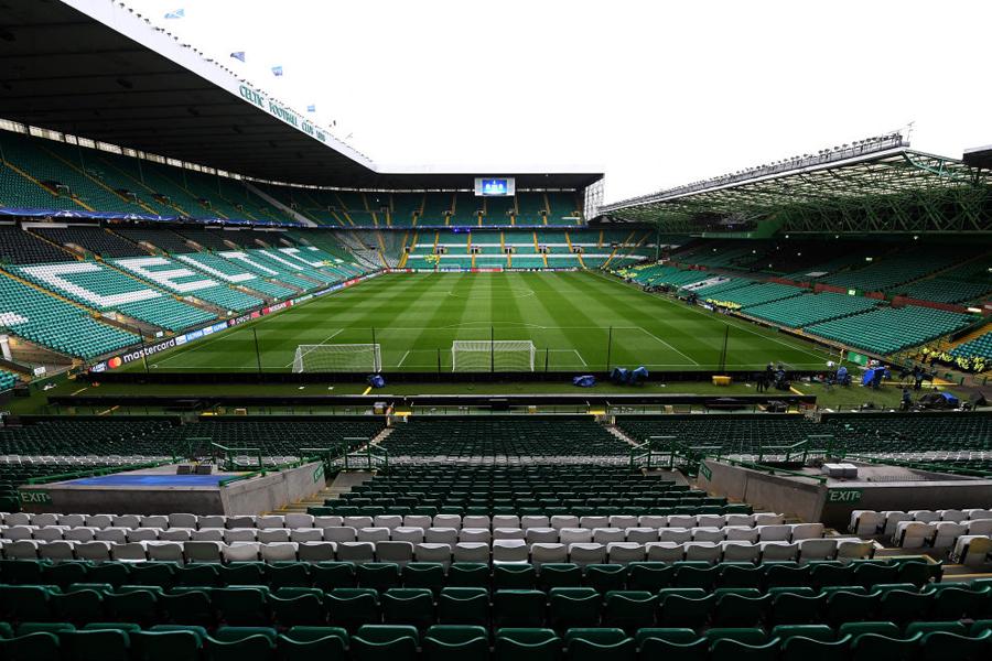 一人のサッカーファンが、スタジアムの上部から観戦するという前代未聞の行動を見せた(写真はイメージです)【写真:Getty Images】
