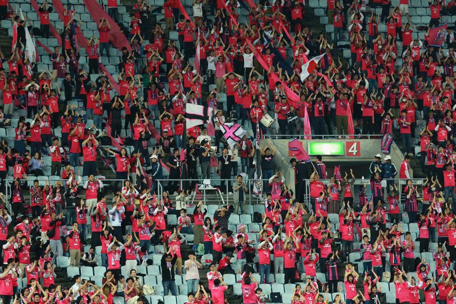 Jリーグを現地観戦したポーランド人記者は、日本サッカーのレベルや試合全体を覆う空気感に対して感銘を受けた様子だ(写真はイメージです)【写真:Getty Images】