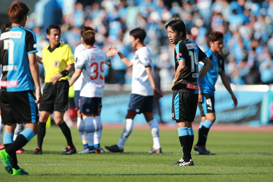 川崎はFC東京戦の後半に中村らを投入したが、0-2で敗れてホームで連敗を喫した【写真:荒川祐史】