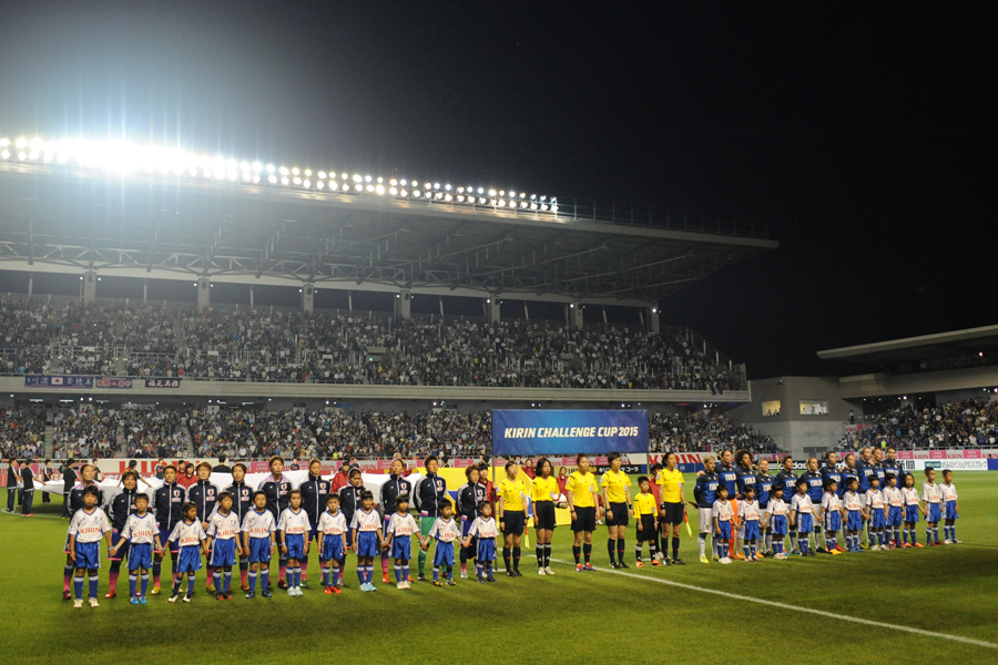 2015年、長野Uスタジアム(南長野運動公園総合球技場)にて開催されたイタリア女子代表との壮行試合は、1万4千人以上の観衆を集めた【写真:Getty Images】