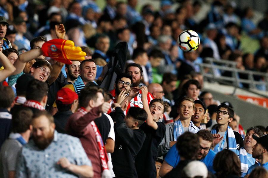 スパルタ・ロッテルダムのDFミケル・ネロムが放ったボールが…(写真はイメージです)【写真:Getty Images】