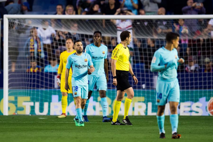 バルセロナは、レバンテに大敗を喫し無敗優勝が消滅した【写真:Getty Images】