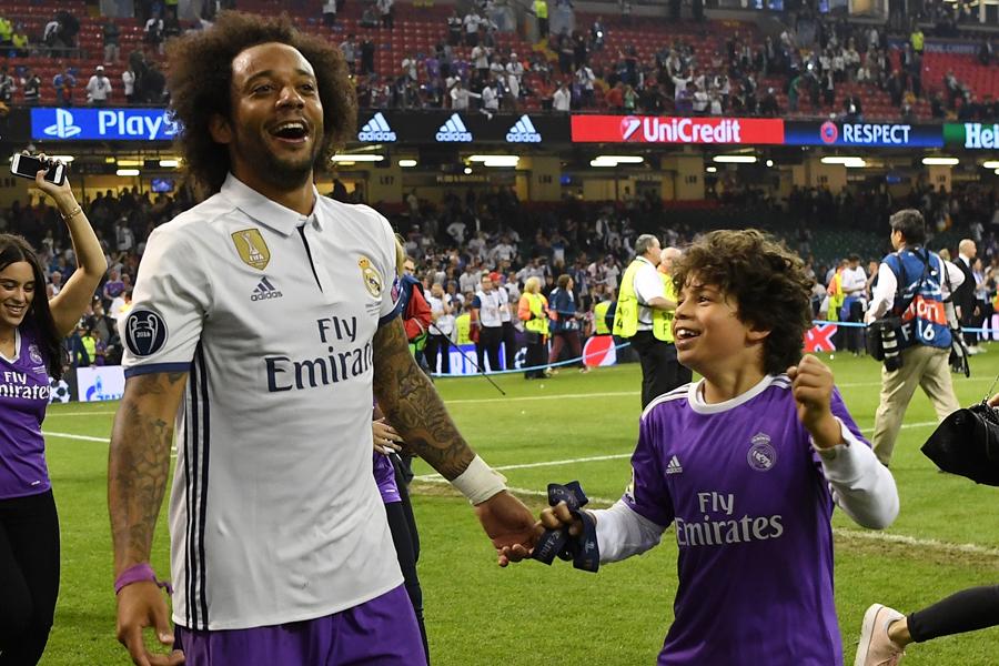 マルセロの息子が、レアルの選手12人と共同で驚愕のテクニックを披露【写真:Getty Images】