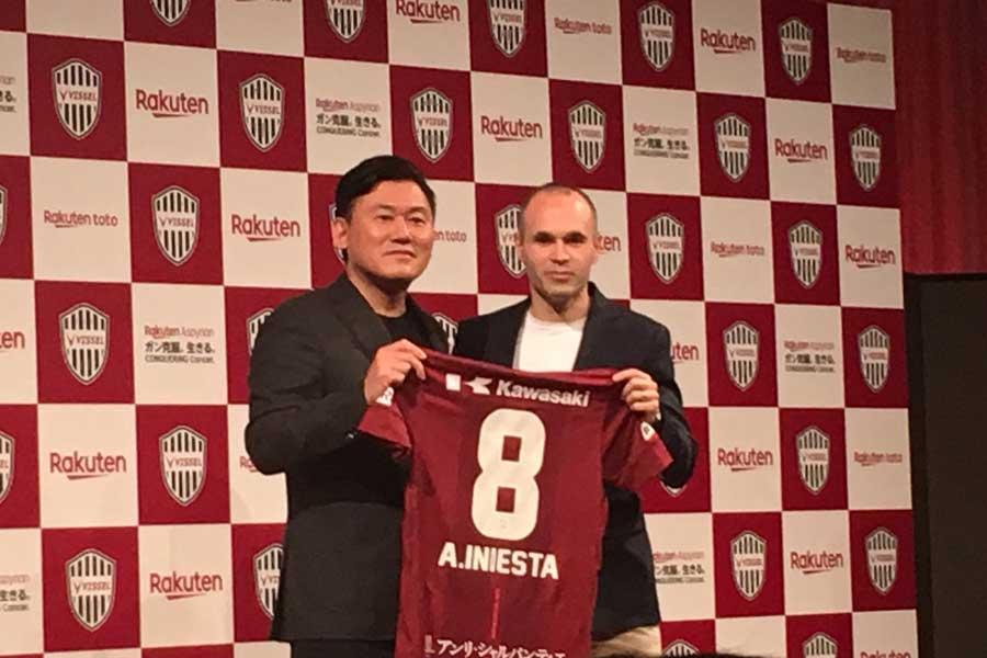 ヴィッセル神戸は24日、イニエスタの獲得を正式に発表した【写真:Football ZONE web】