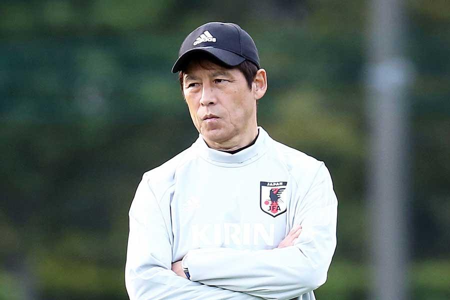 西野監督、初陣敗戦に無念の胸中【写真:Getty Images】