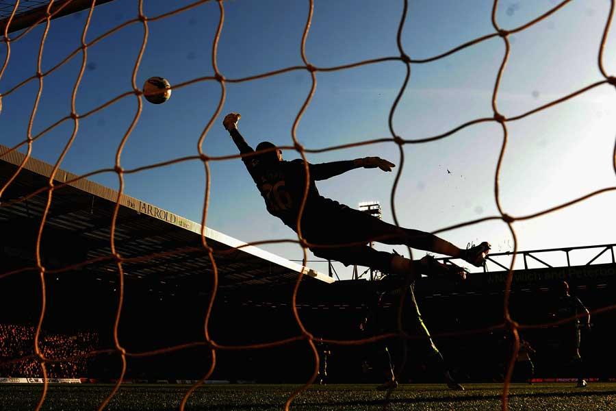 アイルランド1部コークのMFキーラン・サドリアーが自陣ペナルティーエリアから衝撃のゴールを叩き込んだ(写真はイメージです)【写真:Getty Images】