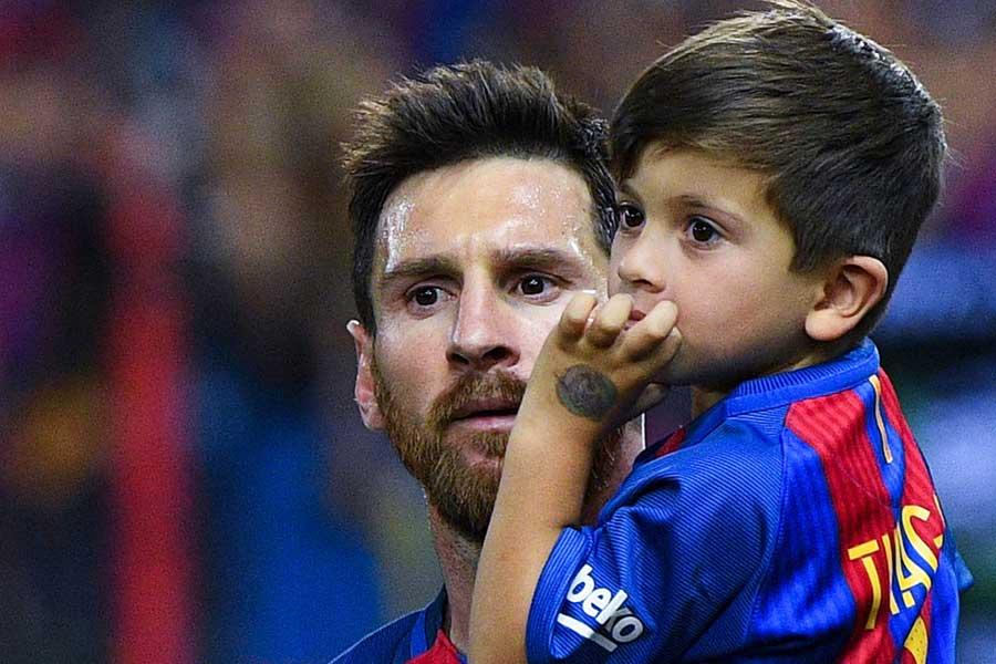 メッシ(左)と息子のチアゴ君(右)【写真:Getty Images】