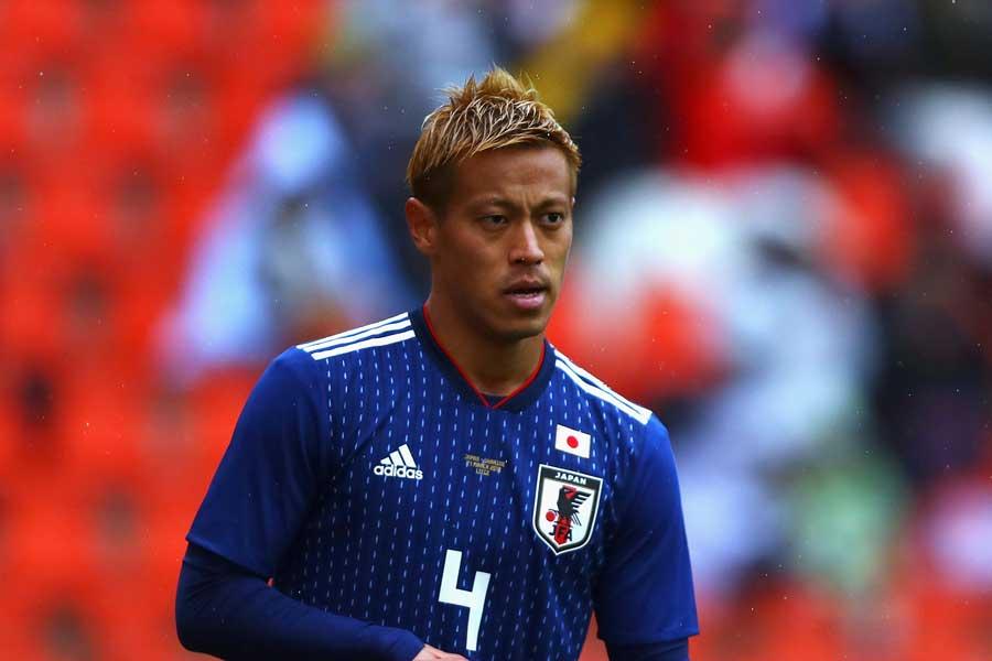 """本田圭佑、代名詞の""""ブレ球FK""""を披露!【写真:Getty Images】"""