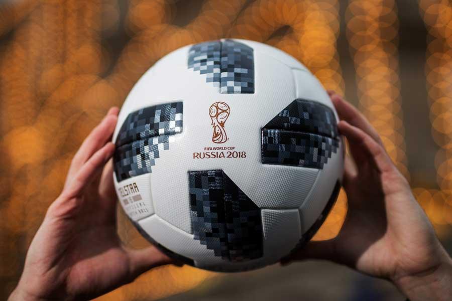 4年に一度のサッカー界最大の祭典を目前に、本大会で使用するボールのテストが宇宙で行われた【写真:Getty Images】