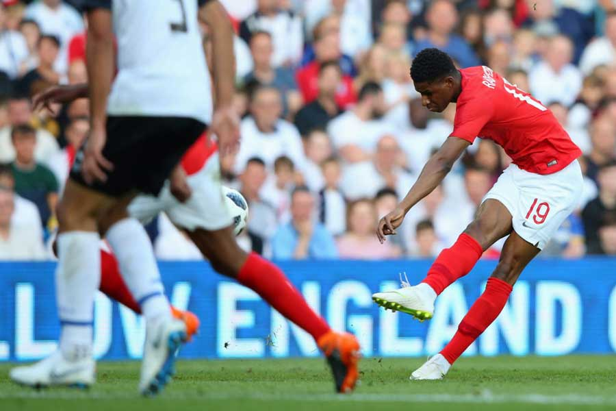 イングランド代表MFラッシュフォードがスーパーゴラッソを決めた 【写真:Getty Images】