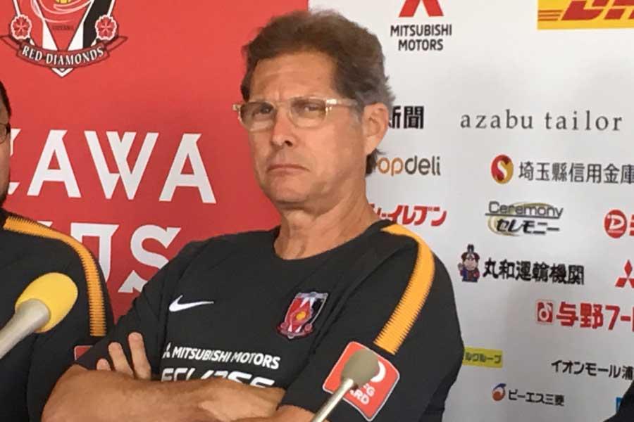 浦和レッズのオリベイラ監督は、J2のヴァンフォーレ甲府に下剋上を許す失態に激怒している【写真:Football ZONE web】