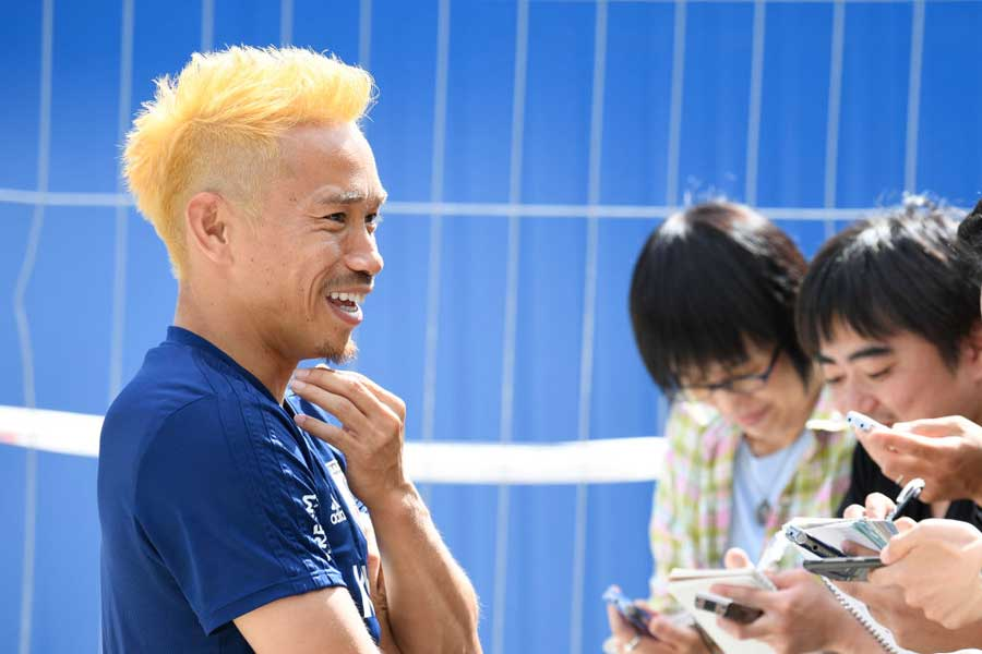 金髪で登場したDF長友佑都に、海外メディアも「ナガトモが孫悟空モード」と報じるなど反響を呼んでいる【写真:Getty Images】