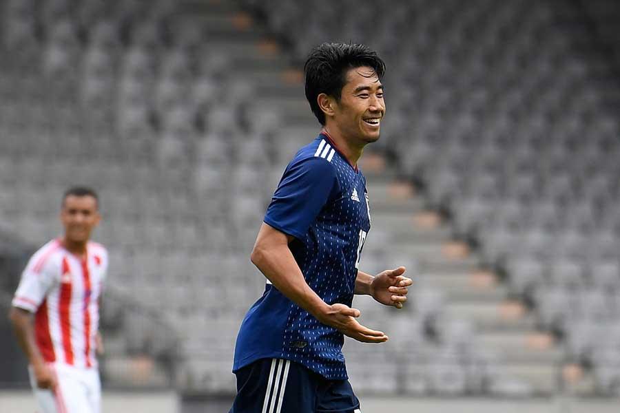パラグアイ戦、トップ下で先発の香川真司が1得点2アシストと躍動【写真:Getty Images】