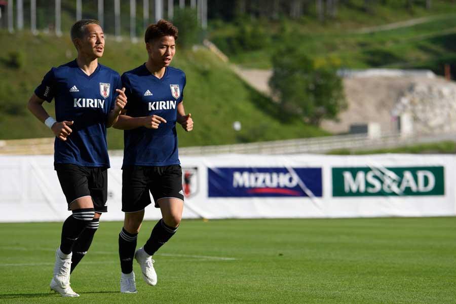 バックアップメンバーの(左)井手口が日本代表から離脱することが決まった【写真:Getty Images】