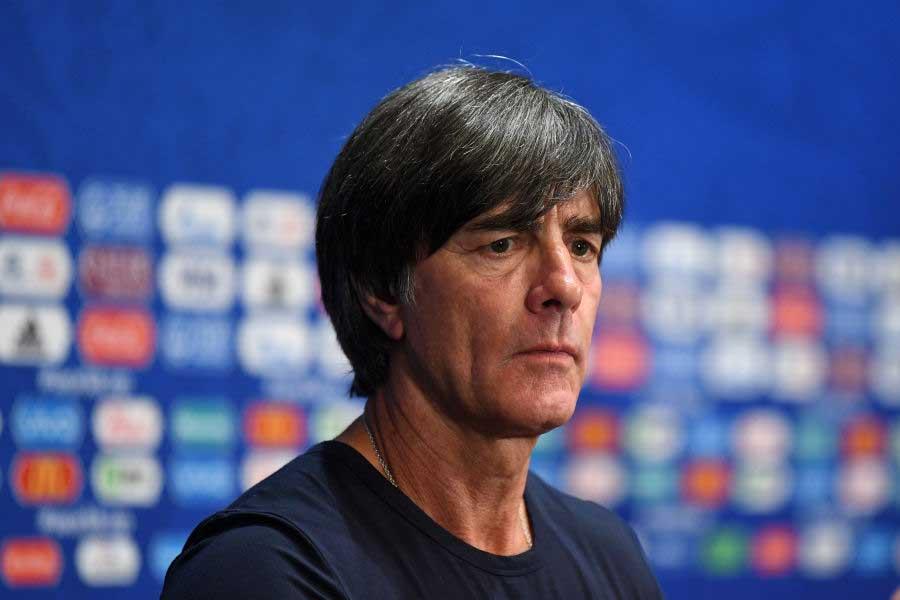 メキシコ代表に敗れ、ドイツ代表のレーブ監督もショックを隠せないようだ【写真:Getty Images】