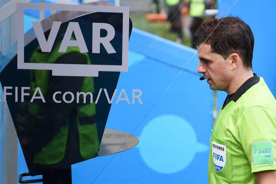 今大会からビデオ・アシスタント・レフェリー(VAR)が導入された【写真:Getty Images】
