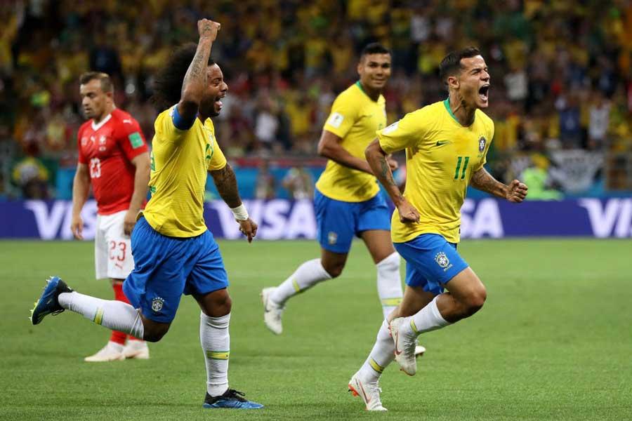 ブラジルは、コウチーニョのミドルシュートが決まり1点リードで後半へ【写真:Getty Images】