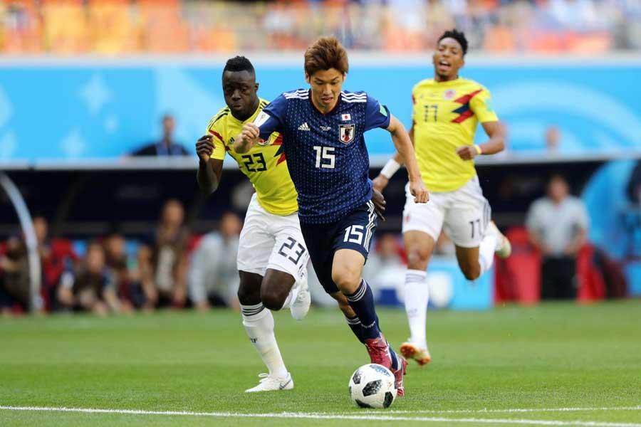 大迫は、後半28分に本田のCKを頭で押し込んで貴重な勝ち越しゴールを決めた【写真:Getty Images】