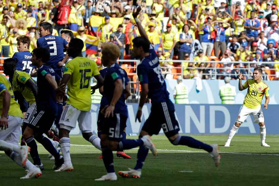 コロンビア代表MFキンテーロの低弾道FKで真下を抜かれたのは?【写真:AP】