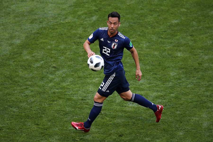 サンチェスに対し、吉田は気迫のディフェンスを見せた【写真:Getty Images】