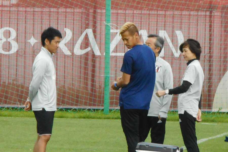 本田は、右太ももの打撲で別メニュー調整となった【写真:Football ZONE web】