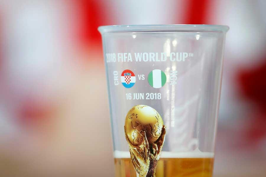 """サッカー観戦の""""お供""""として親しまれているビールだが...(写真はイメージです)【写真:Getty Images】"""