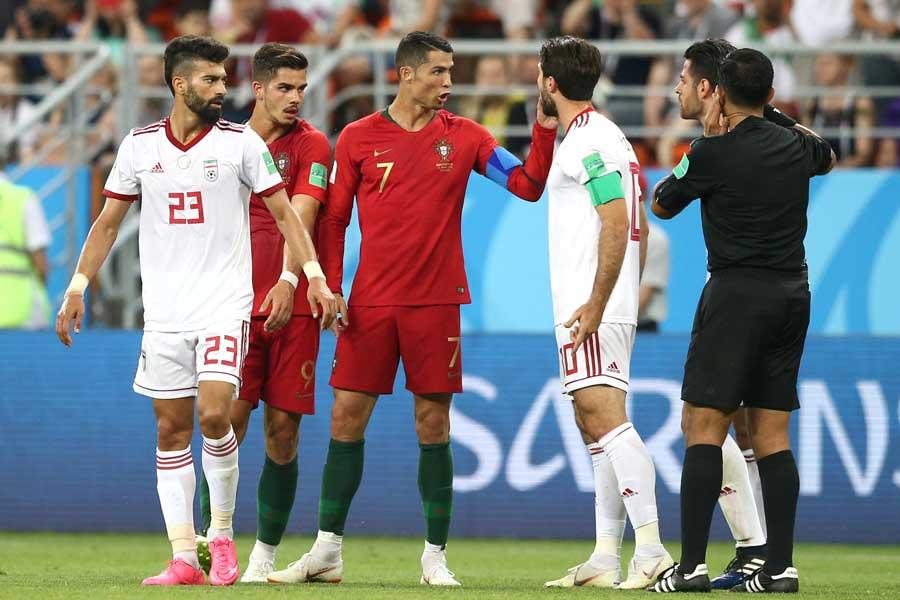 イラン対ポルトガルの試合では、3度のVAR判定が実施された【写真:Getty Images】