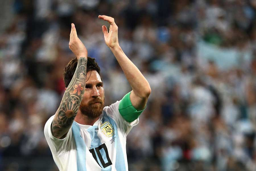 """アルゼンチン代表メッシの勝利を呼ぶ""""魂の30秒間スピーチ""""にファンが熱狂している【写真:Getty Images】"""
